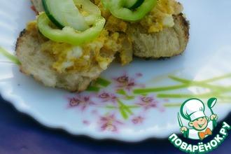 Рыбные мини-бутерброды с яйцом и сыром