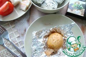 Печёный картофель с салом в фольге