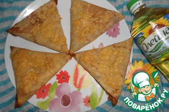 Треугольники-пирожки с рисом, яйцом и зеленым луком
