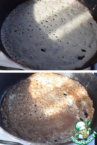 Сковороду смазываем растительным маслом, раскаляем до появления дымка и половником наливаем тесто, распределяем по сковороде и выпекаем блинчики с двух сторон. Больше смазывать сковороду маслом не надо!
