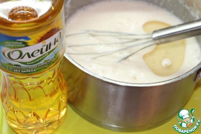 Замесить тесто для блинчиков по этому или другому любимому рецепту.