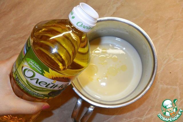В тесто для блинов лучше добавить растительное масло, чтобы блины легко переворачивались и снимались со сковороды.
