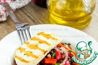Салат с чечевицей и жареным сыром