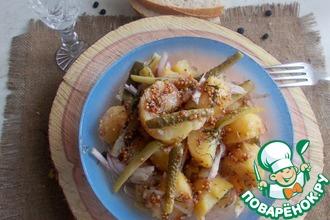 Теплый салат из картофеля и корнишонов