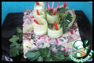 Картофельный салат с сельдью и сухариками