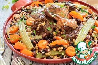 Голень индейки с фасолью и овощами
