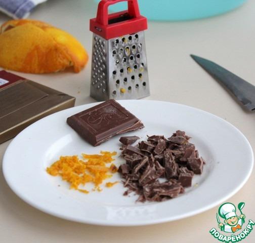 Приготовить все продукты для пирога.    Натереть цедру с апельсина, нарубить шоколад