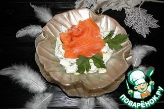Салат из огурцов с красной рыбой