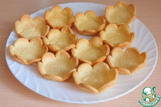 Тарталетки для соленых салатов готовы. Если вы хотите приготовить сладкие фруктовые салаты, в тесто можно добавить не большое количество сахара.