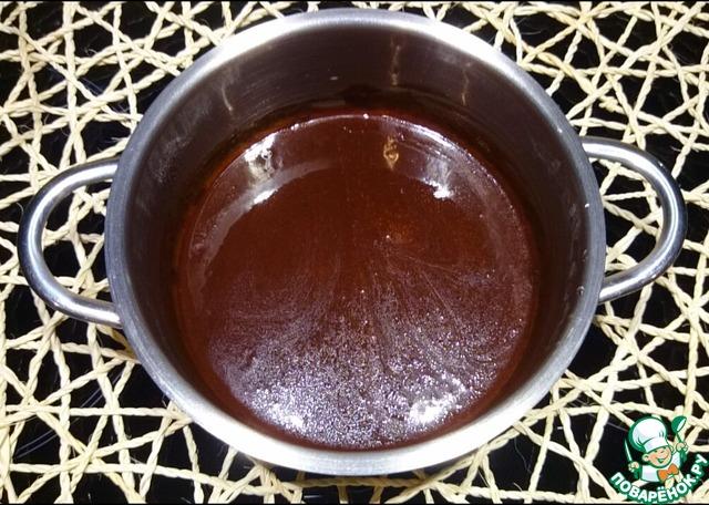 Готовый кекс можно полить шоколадной глазурью и посыпать сушеными ягодами клюквы.