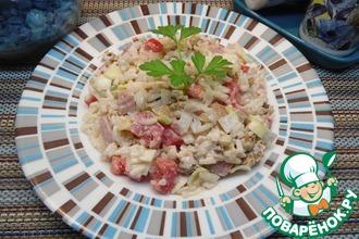 Рисовый салат с курицей и помидорами