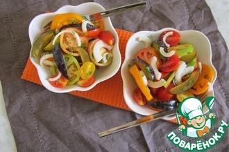 Салат из лука, томатов и слив