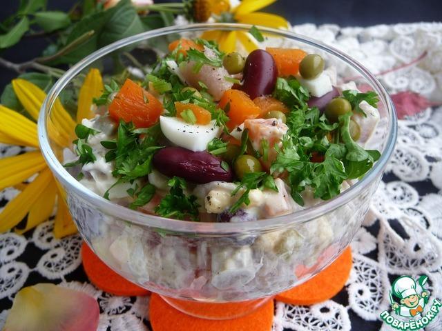 Салат разложить в салатницы, присыпать зеленью.