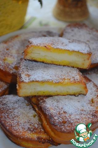 Выкладываем, посыпаем сахарной пудрой и вкусный, сытный завтрак готов!