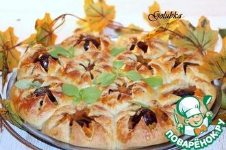 Пирог со сливой и карамельной тыквой