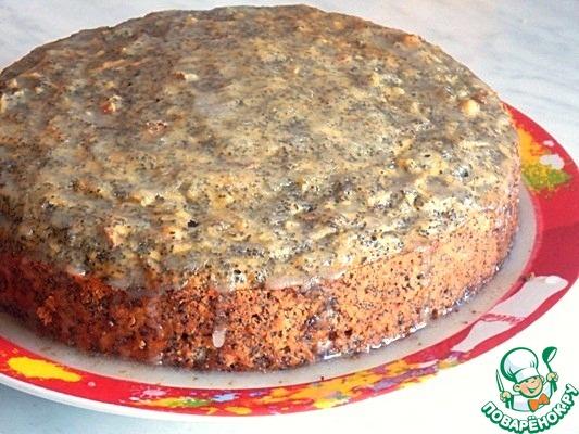 В принципе пирог готов. Дать ему остыть и можно кушать.   А можно сверху полить его глазурью.    Для этого : сахарную пудру ( 2/3 стак.) растереть с соком лимона ( 1 ст. л) и водой ( 1-2 ст. л). И полить остывший пирог.