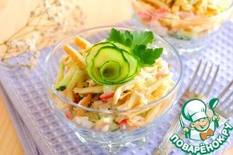 Салат с сыром-косичкой и огурцом