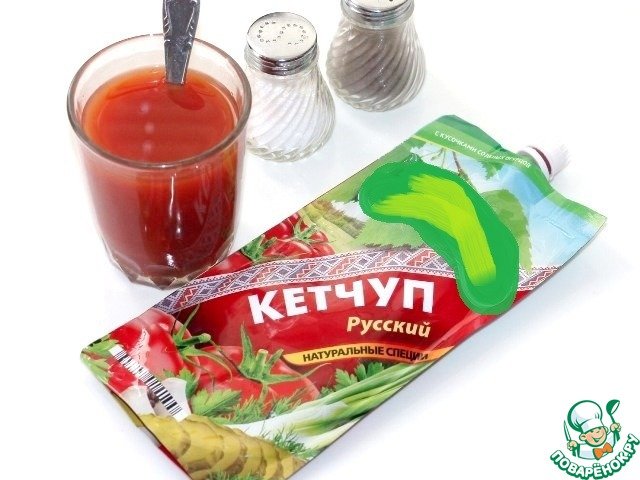 4. Кетчуп смешать с бульоном и добавить в пассеровке. Варите соус на среднем огне 5 минут, периодически перемешивая до загустения. По консистенции соус, как густая сметана.