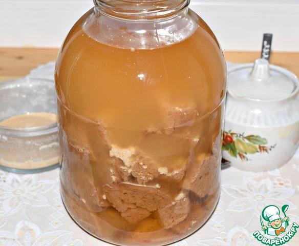 Добавить закваску и сахар (степень сладости вы можете регулировать сами).    Перемешать.