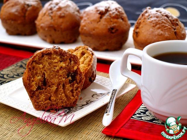 Нагреть духовку до 180 градусов и выпекать кексы 25 минут.   Проверить готовность с помощью деревянной палочки, она должна быть сухой, но по опыту скажу, что эти кексы всегда пропекаются отлично!