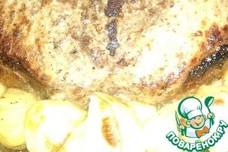Мясо на кости, запеченное с картофелем