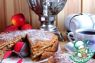 Теплый блинный пирог с карамельными яблоками