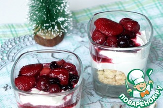 Быстрый десерт со сливками и ягодами