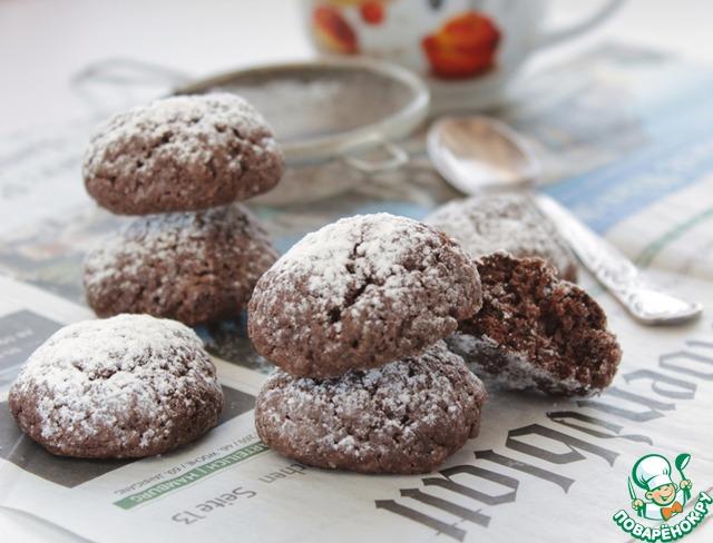 Готовое печенье остудите, посыпьте сахарной пудрой.