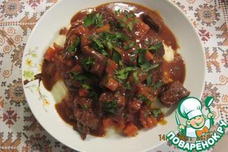 Мясо в винно-томатном соусе