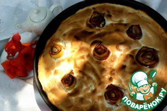 Пирог с яблоком, дыней и меренгой