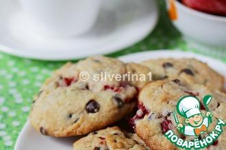 Печенье с клубникой и шоколадом