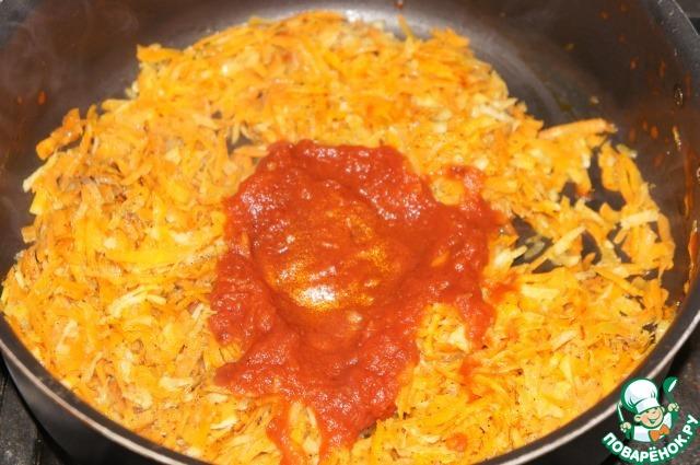 Добавить томаты и потушить еще несколько минут.