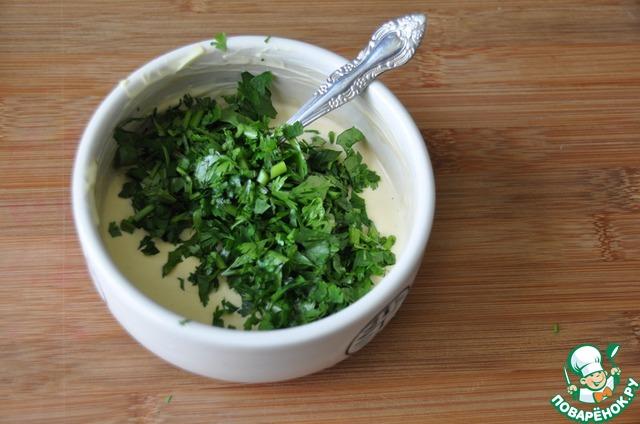 Добавляем мелкорубленную зелень кинзы.