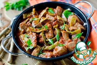 Гуляш из свинины с зеленой фасолью