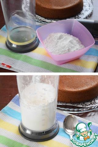 Пока остывает кекс, готовим глазурь. Яичный белок взбить в крепкую пену, не прекращая взбивания, небольшими порциями вводим сахарную пудру и взбиваем.