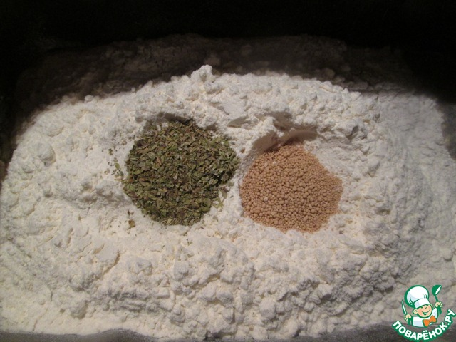 Хлеб я всегда замешиваю в ХП. Закладываем ингредиенты согласно инструкции и включаем нашу помощницу на замешивание теста.