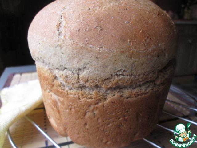Выпекаем в разогретой до 200 градусов духовке. Остужаем на решетке. Хлеб получается ароматный и плотный. Вес готовой буханки примерно 500 г.