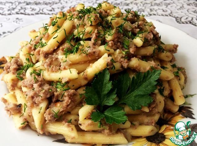 Выложить макароны на тарелку, украсить зеленью. Время приготовления указано без учёта времени на отваривание мяса.