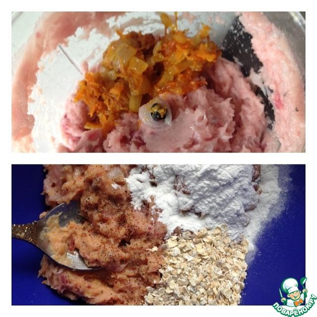 К рыбному фаршу добавить обжаренные овощи.    Я оставляю часть овощей, и использую их как начинку в котлетах.     Дети мои не будут есть такую начинку, а мы с удовольствием.     Поэтому решайте сами, все овощи вам добавлять к фаршу или, как я, оставить часть.     Пробить фарш еще раз блендером, но уже с овощами.     Выложить фарш в чашку.     Добавить соль, перец, крахмал и хлопья.     Вымесить тщательно фарш и отправить в холодильник на 20 минут (обязательно!).     За это время хлопья разбухнут и заберут в себя лишнюю влагу из фарша и рыбные запахи.