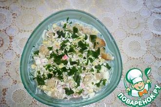 Салат из крабового мяса с сухариками