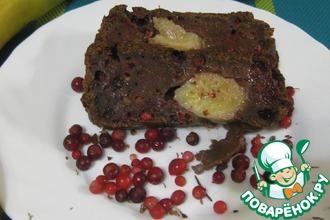 Шоколадный кекс с бананом и брусникой