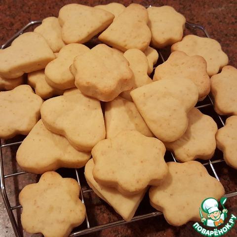 Выложить готовое печенье на решётку и дать полностью остыть. Остывшее печенье хранить в плотно закрывающейся банке для печенья. Сразу после выпечки печенье обладает хрустящей корочкой. При хранении становится мягче. Моему сыночку понравилось печенье и сразу после выпечки, и на следующий день.