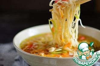 Суп с рисовой лапшой и крабом