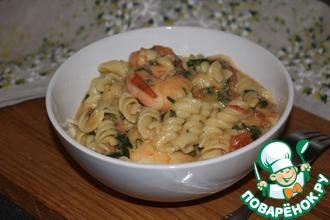 Креветки в томатном соусе с макаронами