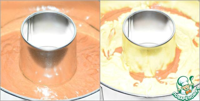 Форму для выпечки ( диаметр 21 см, высота 6 см, объем 2 л ) смазать растительным маслом. Выложить в нее сначала шоколадное тесто. Сверху распределить тесто с куркумой.
