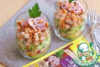 Салат слоёный с курицей и грушей