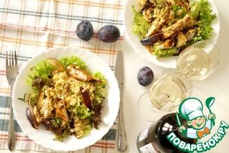 Тёплый салат с курицей и сливами