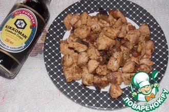 Куриное филе с фундуком и луком