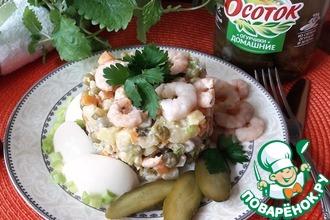 Салат с креветками и маринованным огурцом