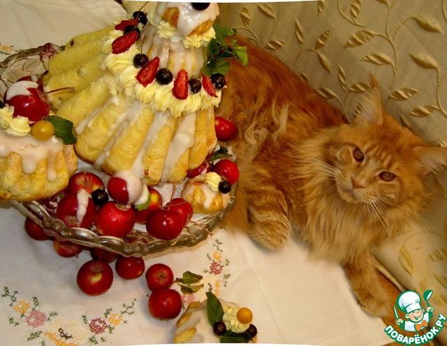 Фото для вашего настроения, если можно)) Котёнок мейн кун долго ждал этого момента, чтобы хозяйка отвернулась а он лёг рядом. Скорее из-за интереса, такой разноцветной башни он ещё не видел))